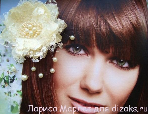 красивый цветок из ткани
