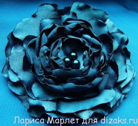 цветы из ткани из отдельных лепестков