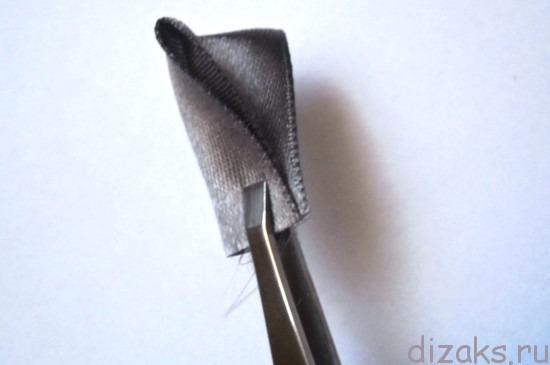 заколка для волос с цветком из атласных лент
