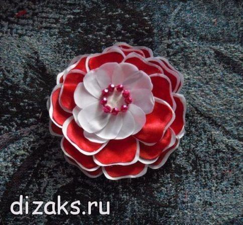 заколки с цветком из атласных лент