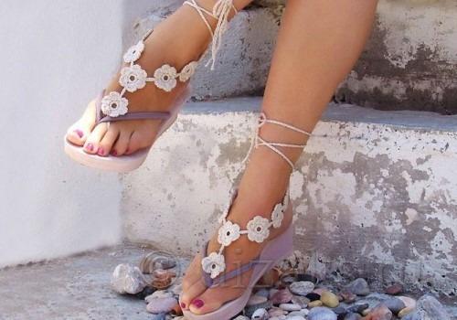 вязаное украшение для ног