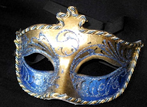 iz-pape-mashe-maska Карнавальная маска своими руками: простые идеи изготовления
