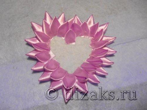 формирование валентинки из атласных лент