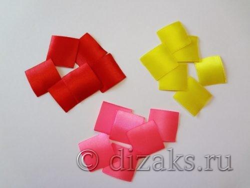 нарезать квадраты из атласных лент для цветов канзаши
