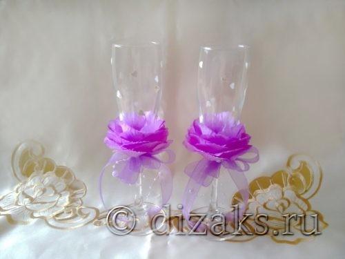 как украсить свадебные бокалы лепестками цветов