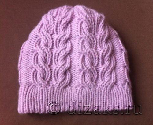 Женская шапка с плоскими косами спицами