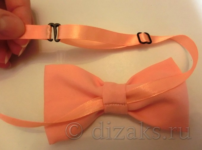 прикрепить застежку к деталям галстука
